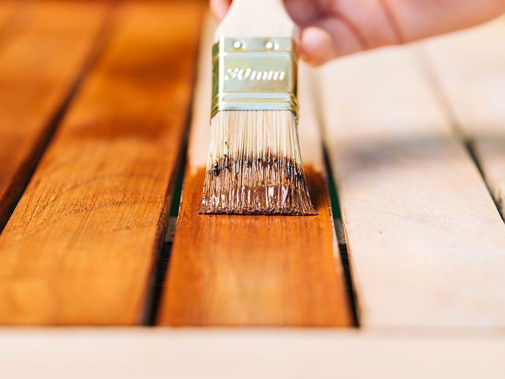 Comment nettoyer son patio et choisir la meilleure teinture?