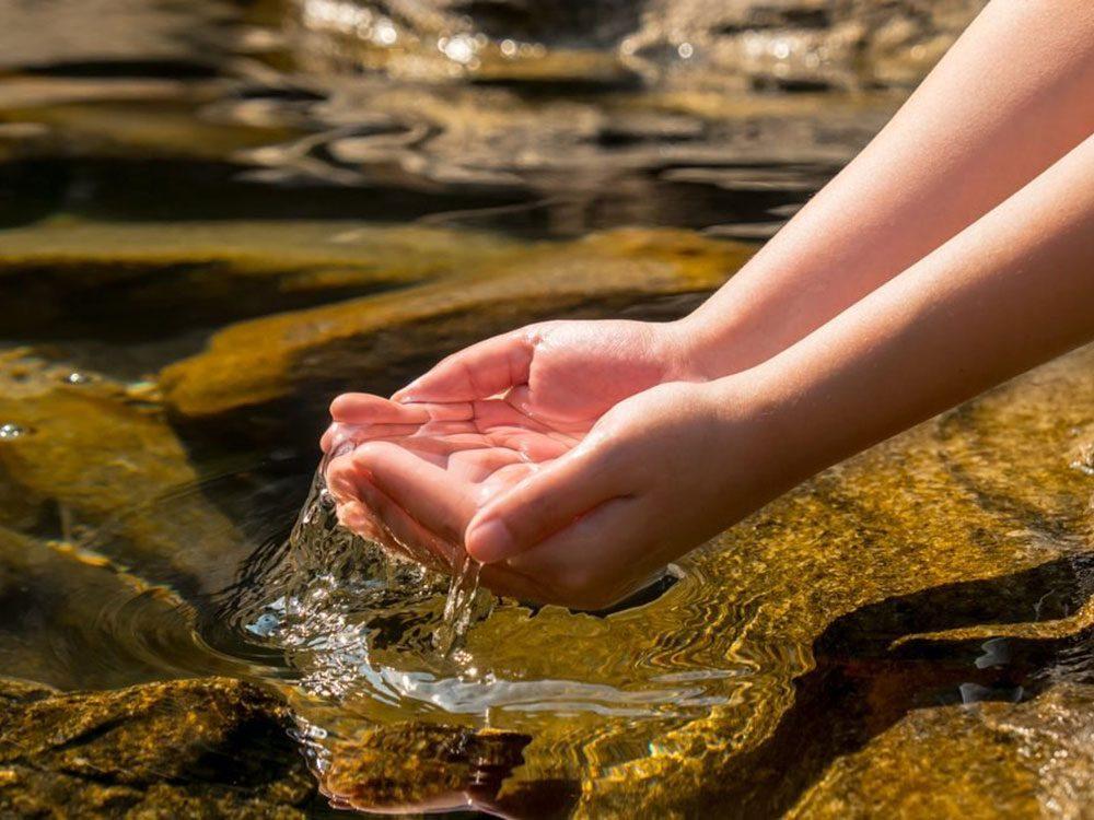 Dans l'ancienne mythologie judaïque, on prétendait que l'eau des sources devenait insalubre pendant l'équinoxe de printemps.