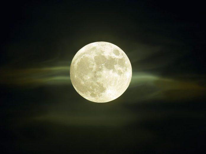 La «Lune des vers» à l'équinoxe de printemps.