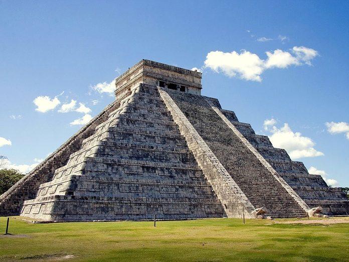 Les foules se massent à la pyramide El Castillo à chaque équinoxe de printemps.
