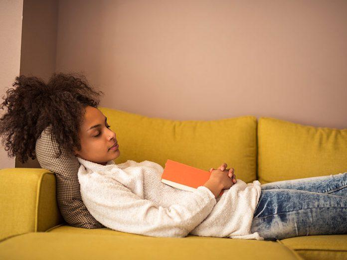 Faire la sieste pour diminuer le stress.