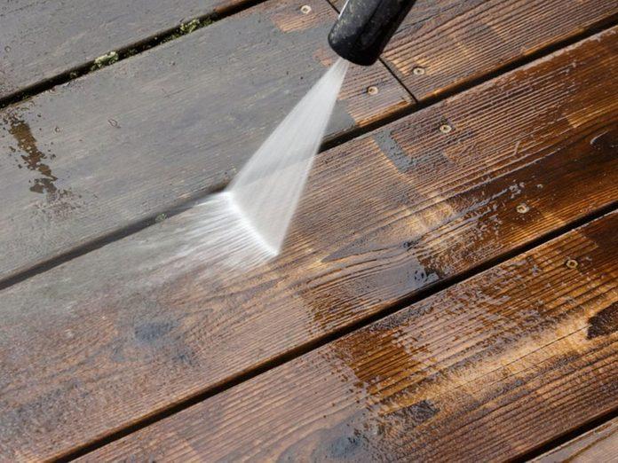 N'oubliez pas de faire le grand ménage de votre terrasse.