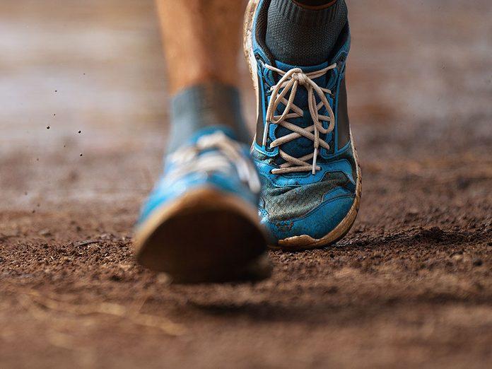 Augmentez la cadence pendant votre marche pour brûler plus de calories.
