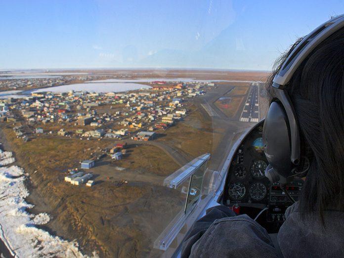 Menace sur les caribous: Arctic Village est uniquement accessible en avion.