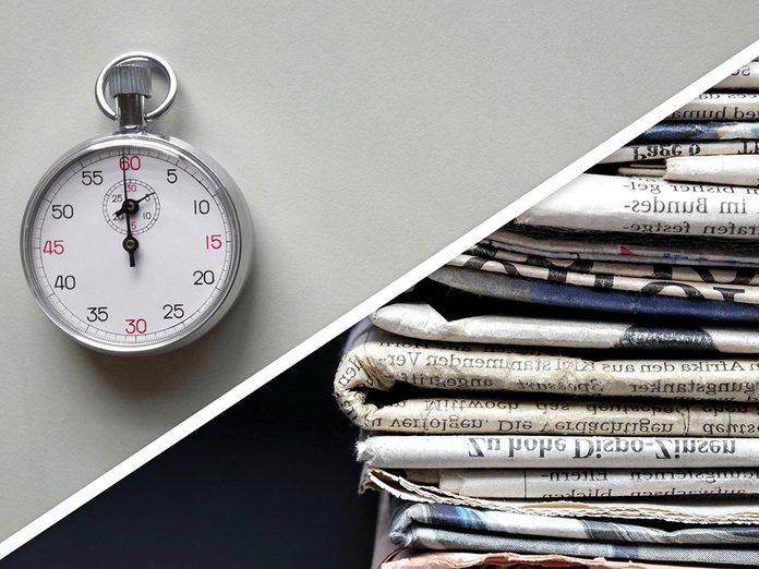 Ménage du printemps: se débarrasser de la pile inutile de magazines et de journaux.