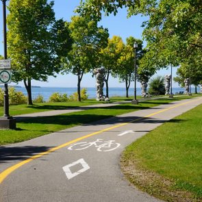 La piste cyclable des Berges à Montréal.