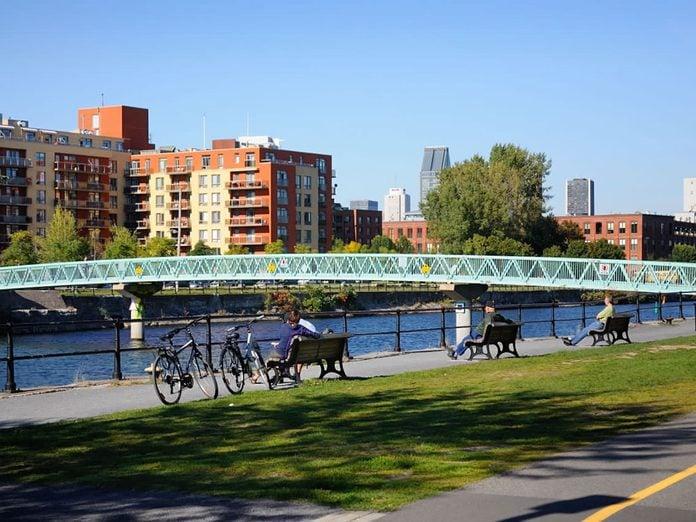 La piste cyclable polyvalente du canal de Lachine à Montréal.