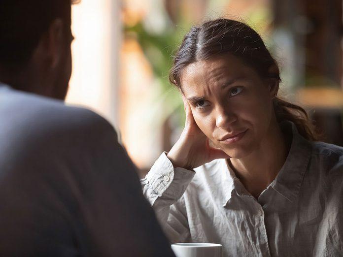 Alerte aux problèmes de couple: votre partenaire monologue sans fin.