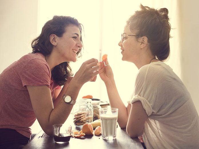 Alerte aux problèmes de couple: toutes vos rencontres se font sur son territoire.