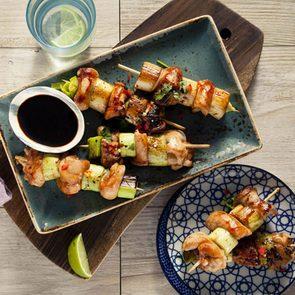 Venez essayer l'une de ces recettes du monde telles que les brochettes de poulet de Chine.