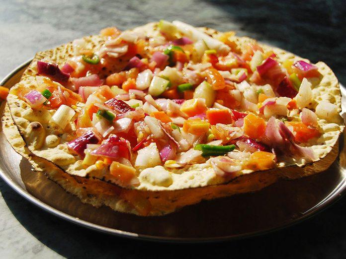 Venez essayer l'une de ces recettes du monde telles que les pappadums au masala de Delhi.