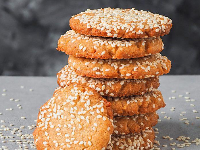 Venez essayer l'une de ces recettes du monde telles que les cookies au tahini du Liban.
