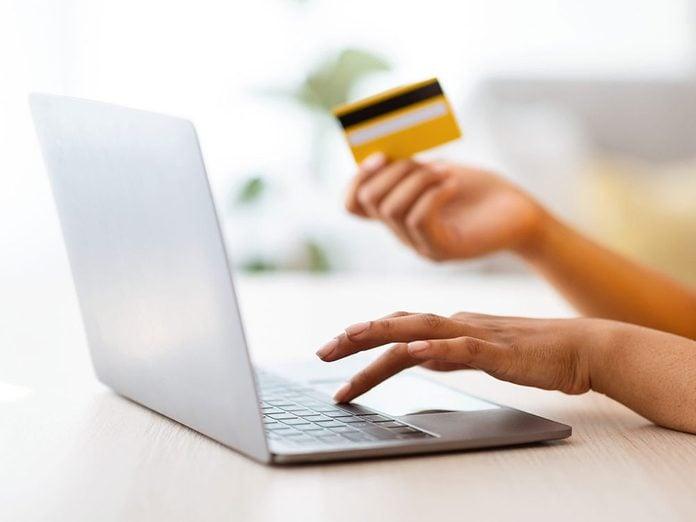 Mieux vaut éviter les achats intégrés aux applications pour pouvoir réduire ses dépenses.