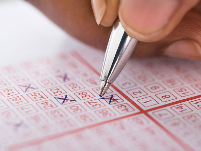 Mieux vaut éviter d'acheter des billets de loterie pour pouvoir réduire ses dépenses.re Ses Depenses Jeu Argent Loterie Loto
