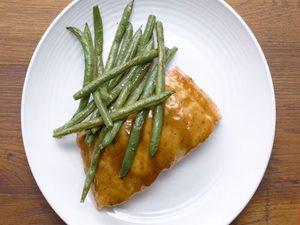 Saumon sucré et acidulé aux haricots verts