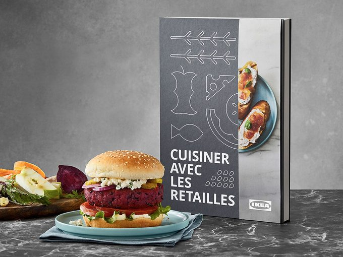 IKEA Canada lance un livre de recettes pour cuisiner les restes de table.