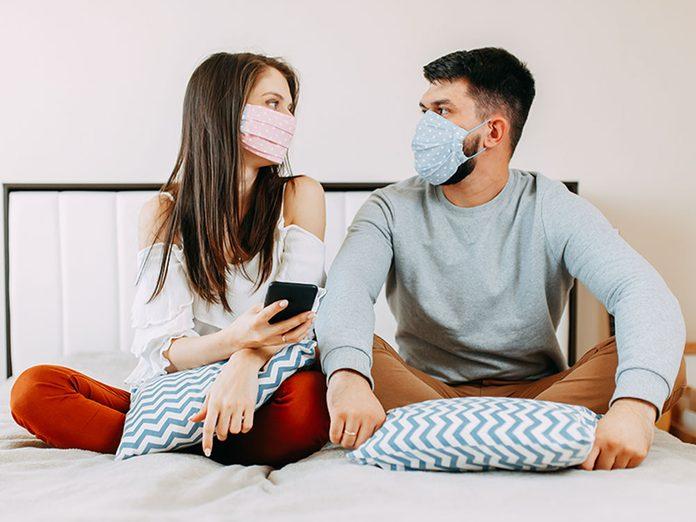 Vie Sexuelle Relation Pandemie Couple Masque Protection Covid 19 Coronavirus