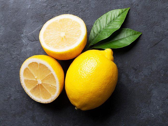 Le citron permet d'avoir de beaux ongles.