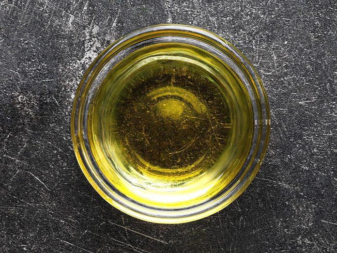 L'huile d'olive permet d'avoir de beaux ongles.