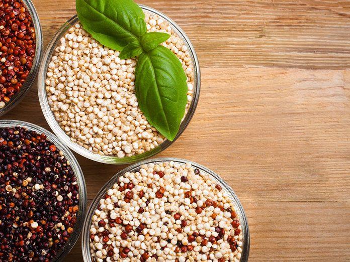Bienfaits du quinoa: il peut aider à réguler la glycémie.