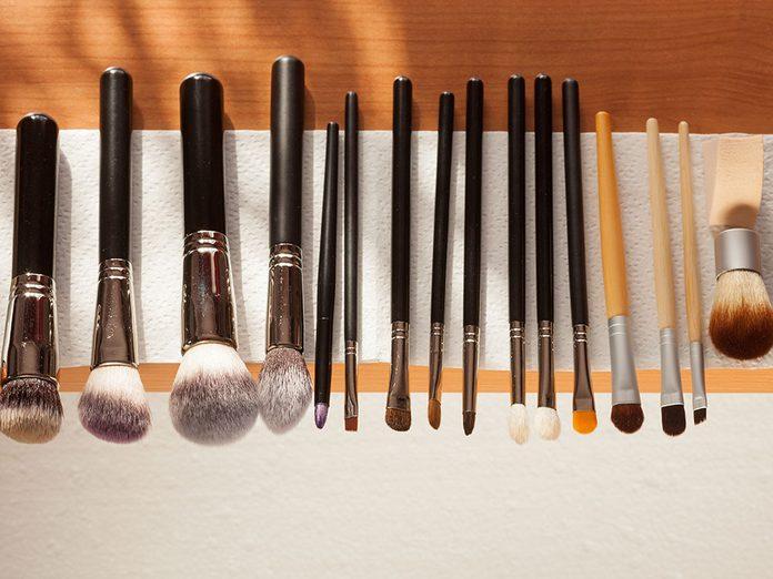 Quelle est la meilleure façon de nettoyer des pinceaux de maquillage?