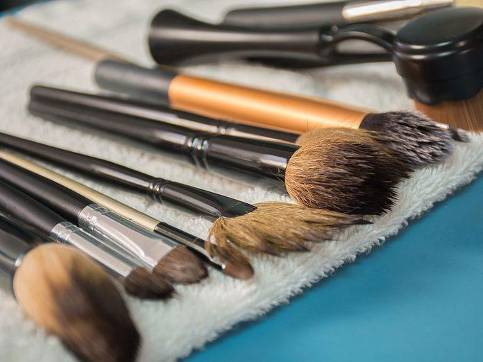 Comment nettoyer ses pinceaux de maquillage rapidement et facilement?