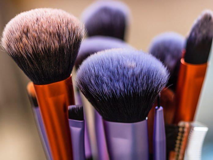 Pourquoi et comment nettoyer ses pinceaux de maquillage rapidement et facilement?