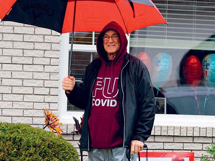 Covid-19: 77jours après l'entrée de Rick à l'hôpital, il rentre enfin chez lui.