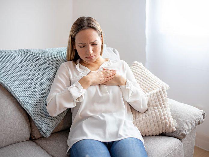 Douleurs: une douleur aux côtes peut être un symptôme de pneumonie.