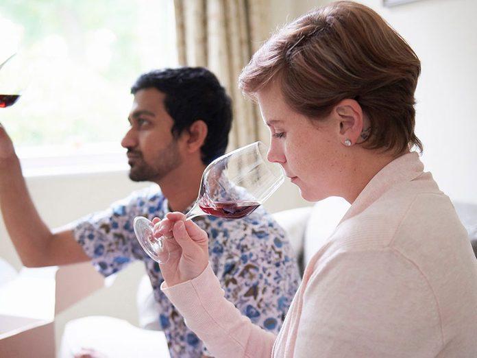 Célébrez la fête des Mères en organisant une dégustation de vin personnalisée.