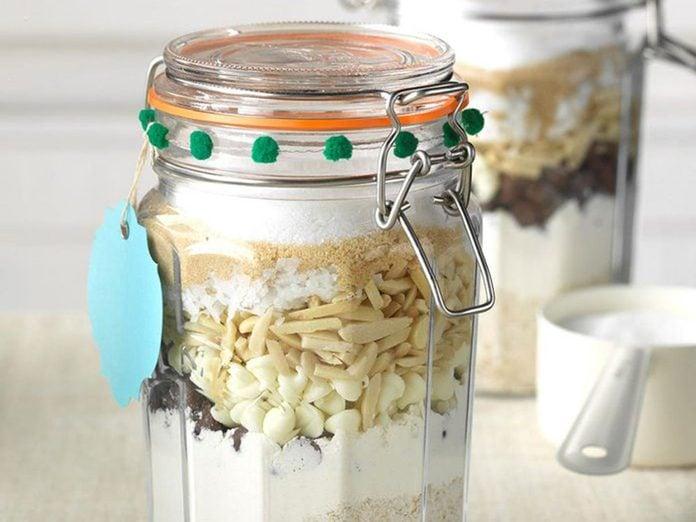 Idées cadeaux: offrez une recette dans un pot pour la fête des mères.