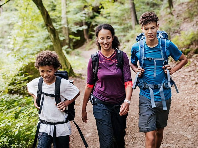 Célébrez la fête des Mères en planifiant une randonnée et un pique-nique.
