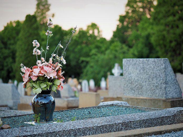 Funérailles: le choix le moins cher.