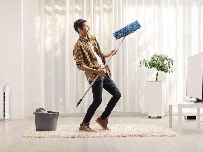 Le grand ménage du printemps permet d'améliorer l'humeur.