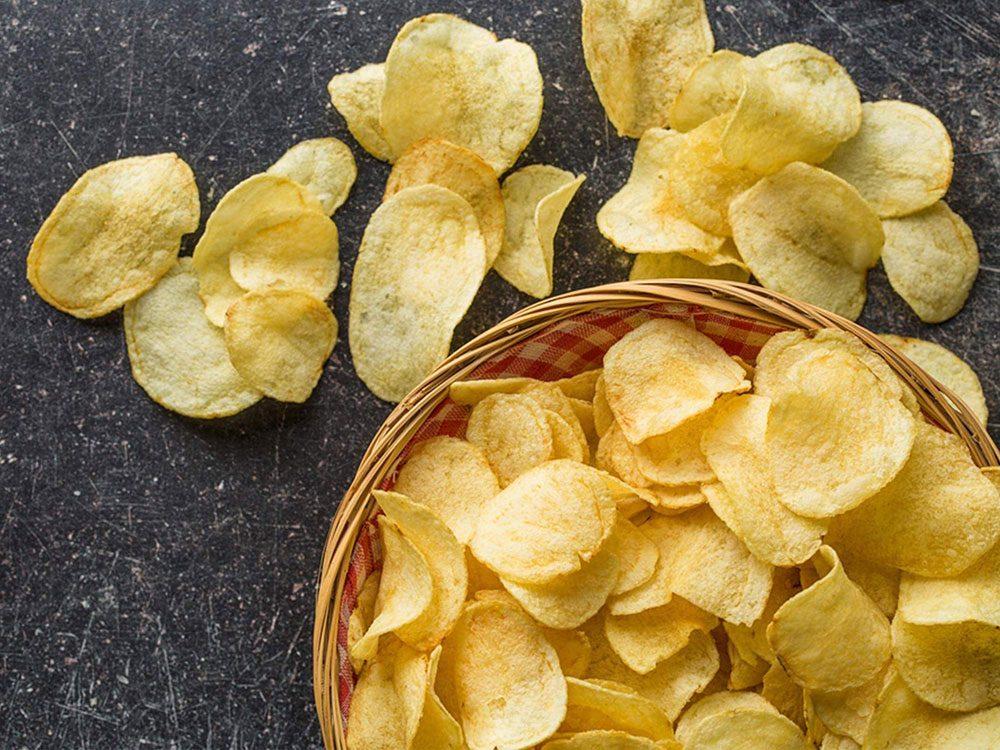 Manger des chips: pourquoi on ne peut plus s'arrêter, selon la science.