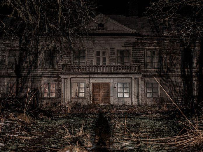 Les meurtres au manoir Redpath font partie des plus grands mystères du Canada.