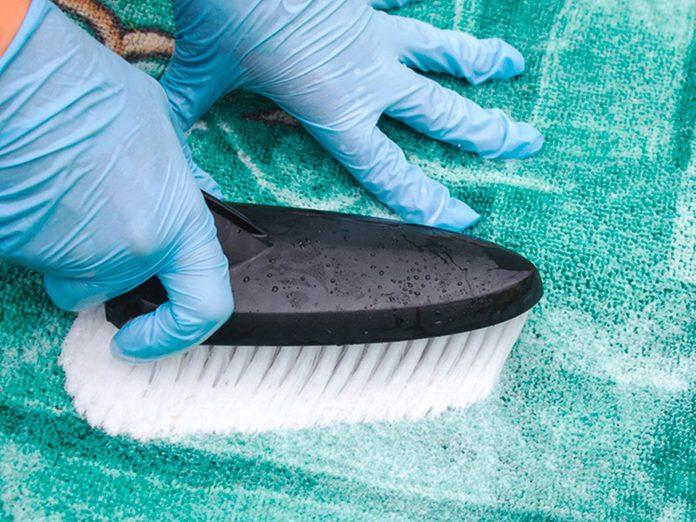 Nettoyer la maison passe aussi par le nettoyage des carpettes.