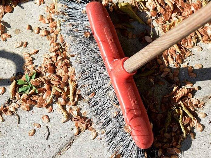Nettoyer la maison passe aussi par le nettoyage du garage, du patio et des allées.