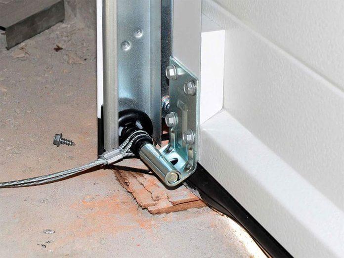 Nettoyer la maison passe aussi par la lubrification la porte de garage.