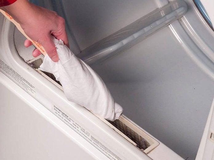 Nettoyer la maison passe aussi par le nettoyage de la sécheuse.