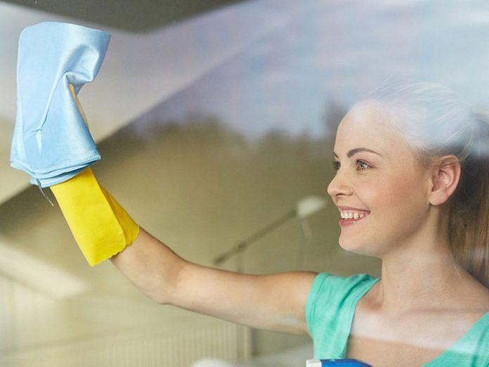 Nettoyer la maison passe aussi par le nettoyage des fenêtres.