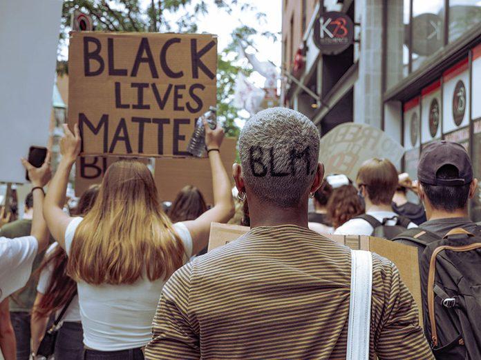 La police et le mouvement Black Lives Matter.
