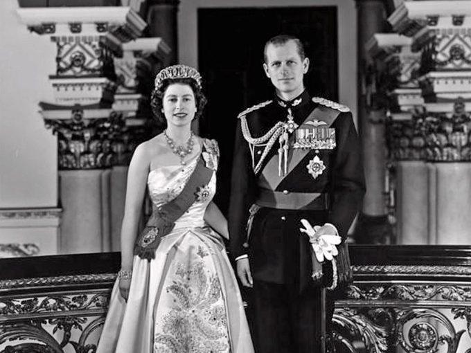 Prince Philip et la princesse Elizabeth: une histoire d'amour royale.
