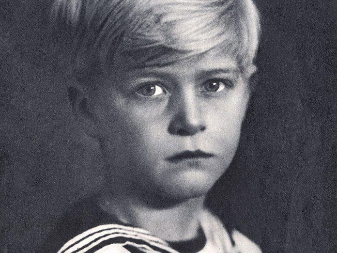 Le prince Philip à l'âge de la princesse Charlotte.
