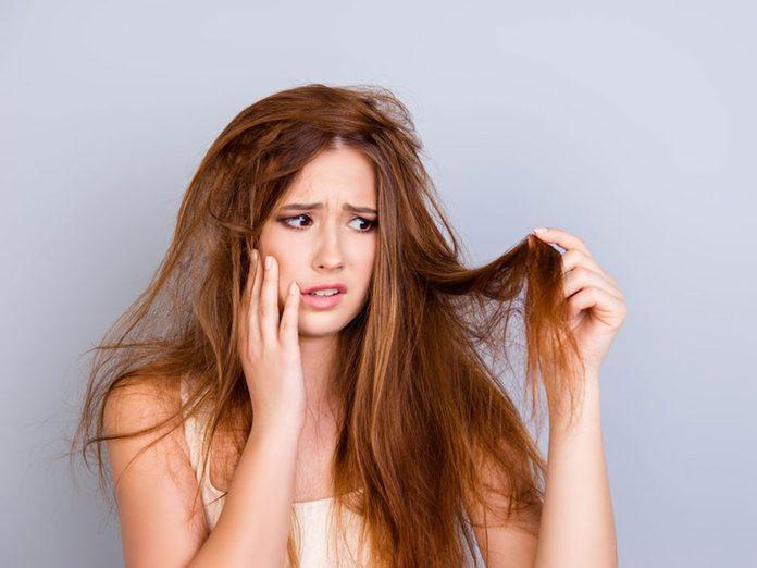 Les cheveux incoiffables sont l'un des problèmes de cheveux fréquents.