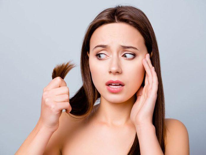Les pointes fourchues sont l'un des problèmes de cheveux fréquents.