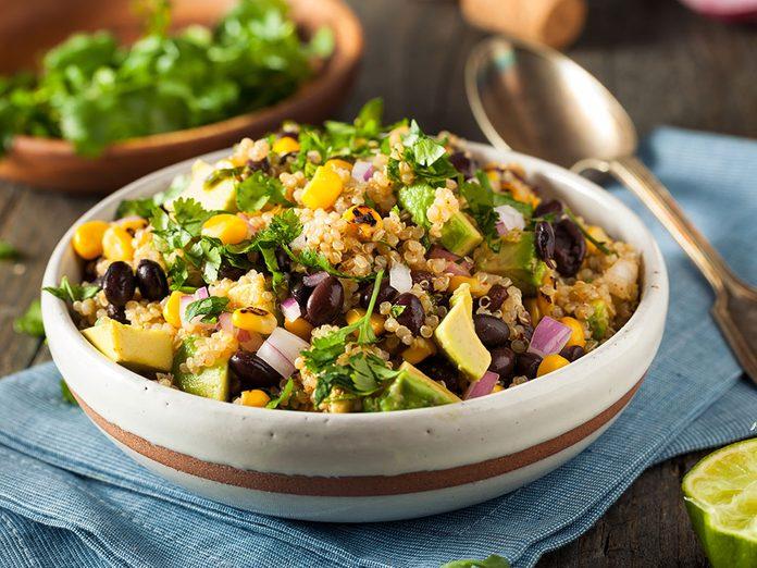Protéines végétales: menu typique d'une alimentation à base de plantes.