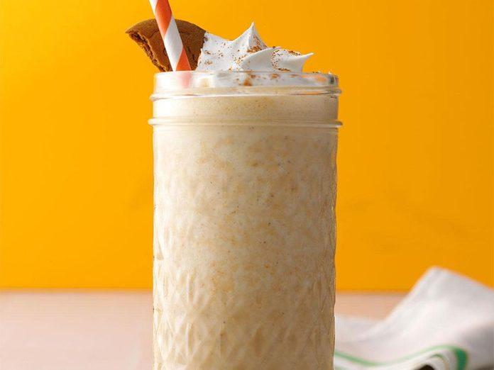 Recette de milkshake de café à la citrouille épicée.