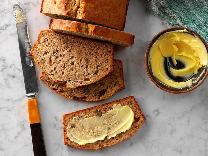 Recette de pain aux bananes et aux noix.
