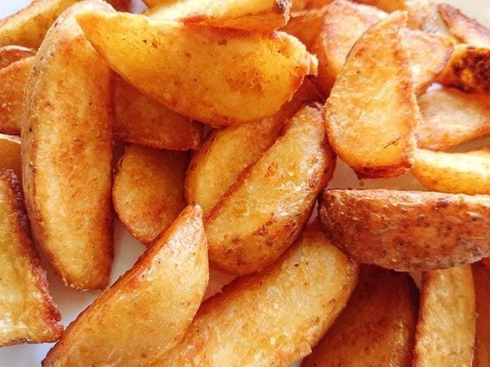 Il existe un risque de cancer avec les pommes de terre rôties croustillantes.